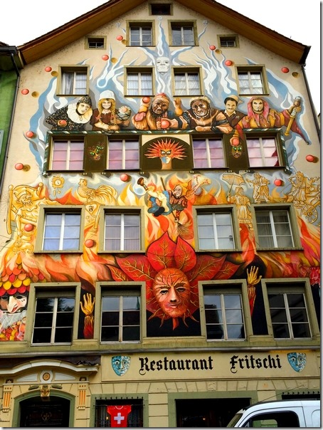 Luzern building art